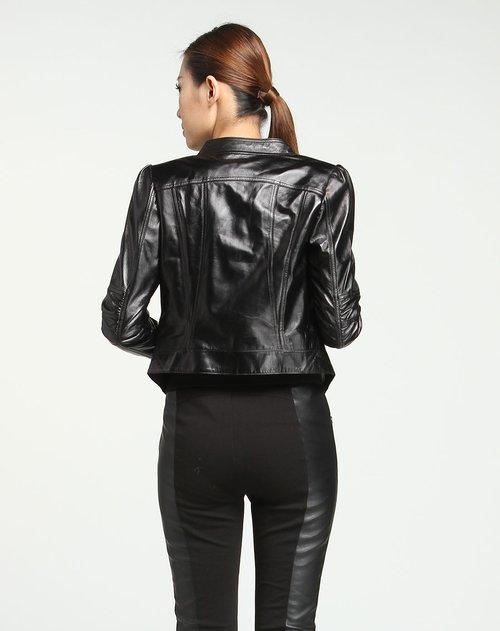 黑色皮衣怎么搭配好看_简单帅气