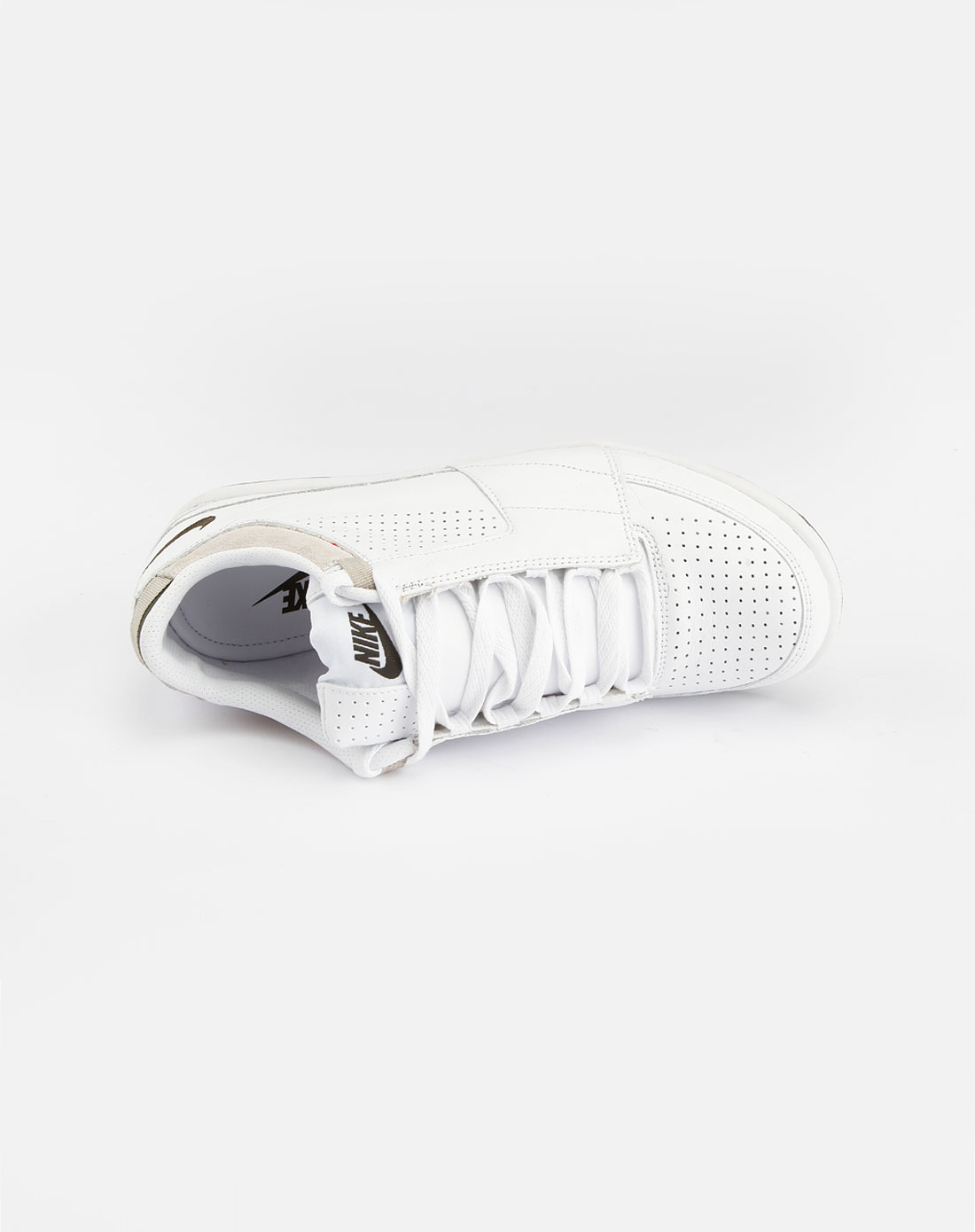 白色透气系带运动鞋_耐克nike-男鞋专场特价