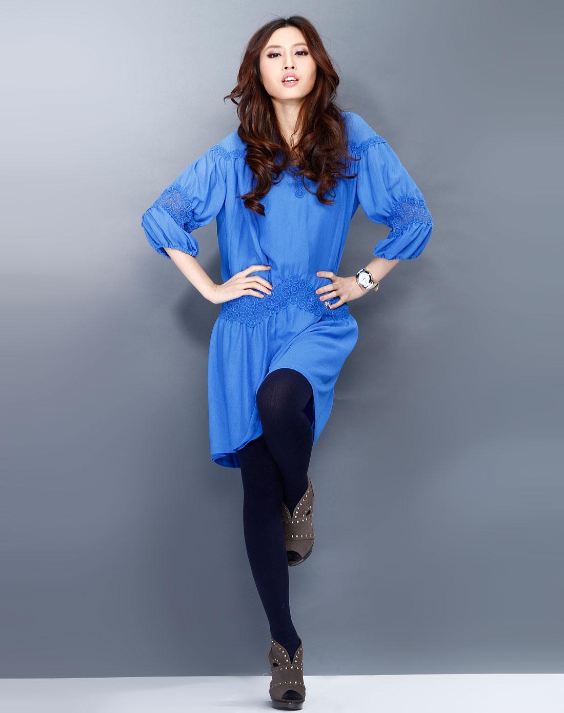 天蓝色花纹个性长袖连衣裙