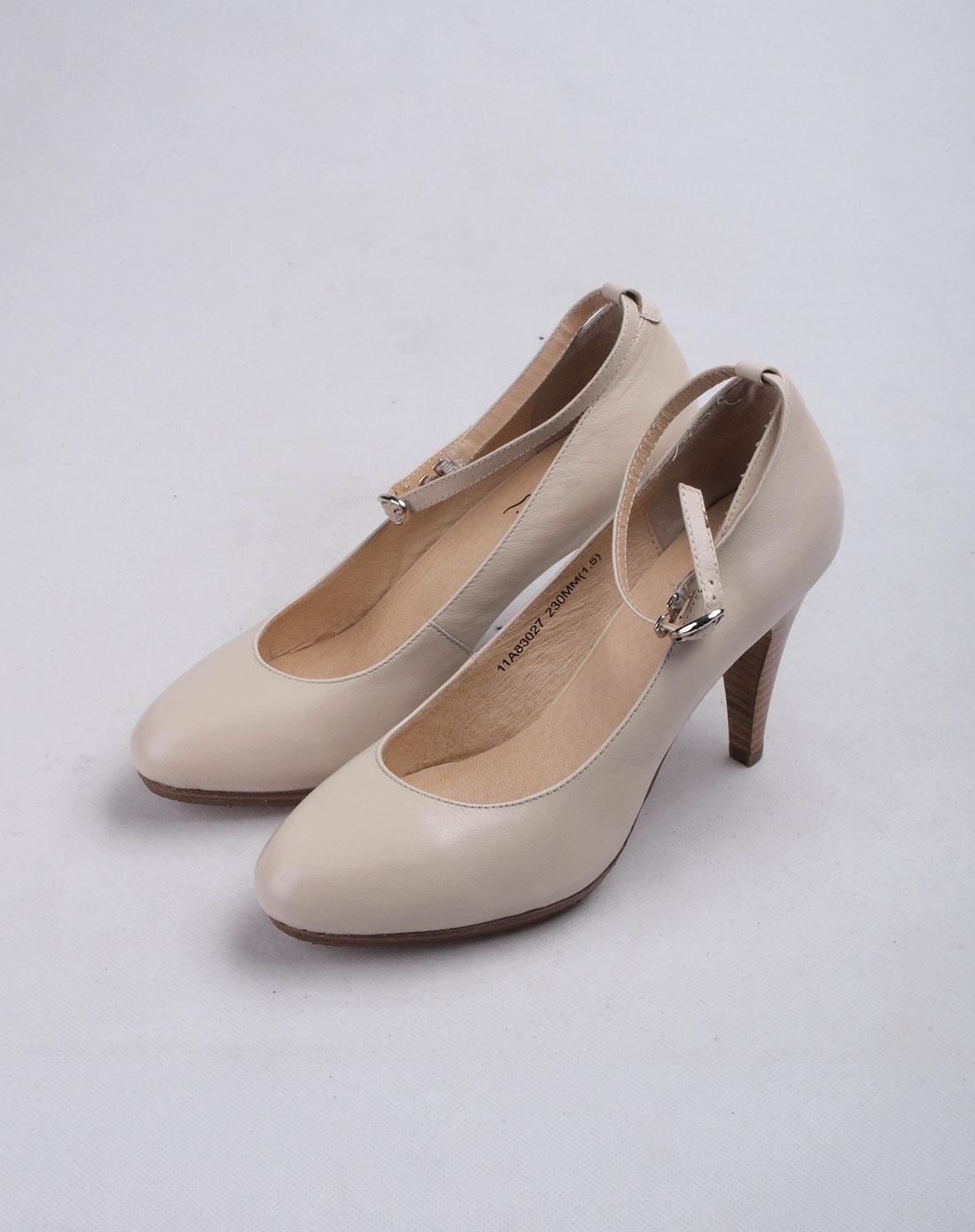 沙驰satchi女款米白色鞋子