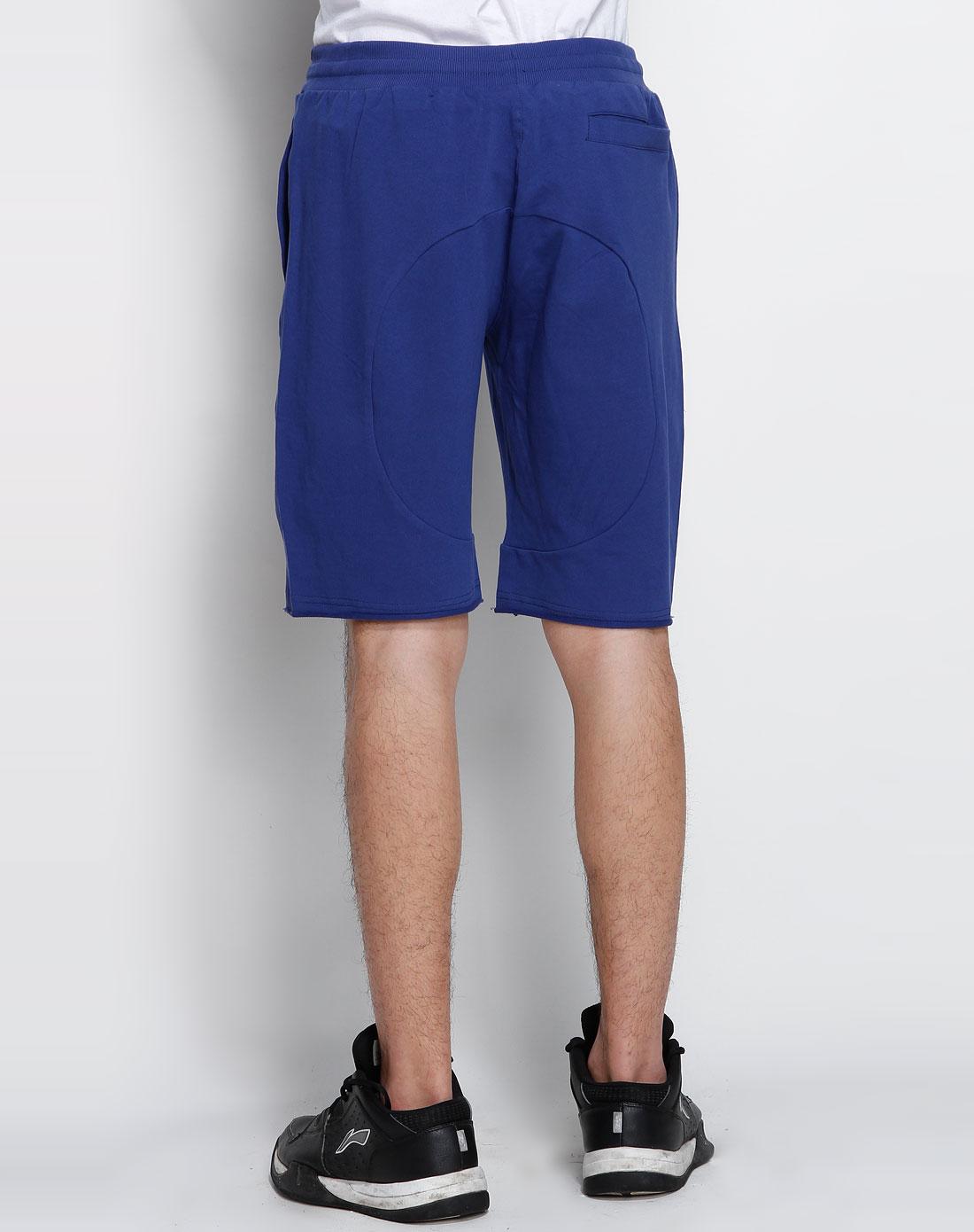 事宝蓝色运动短裤