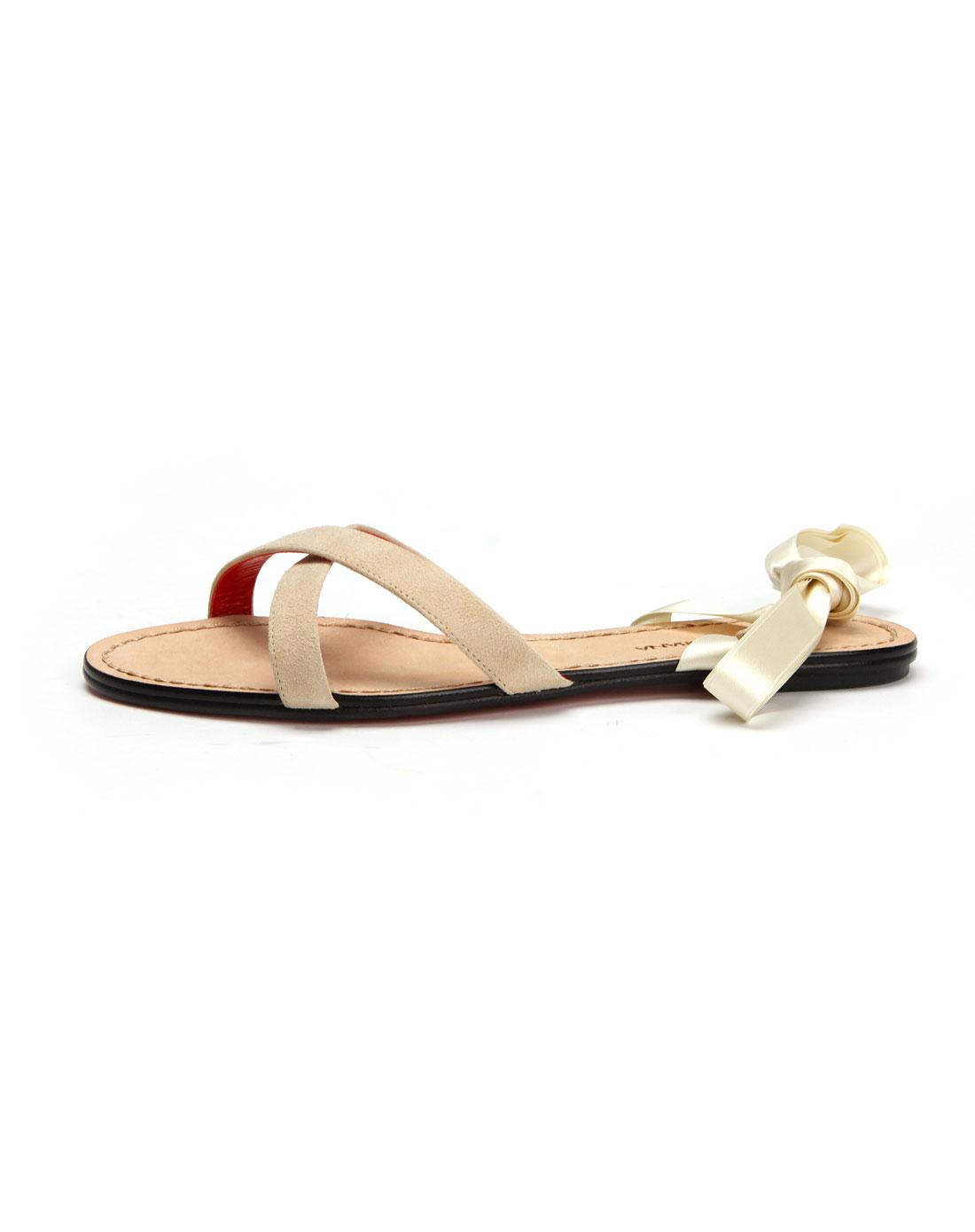 女款白色凉鞋