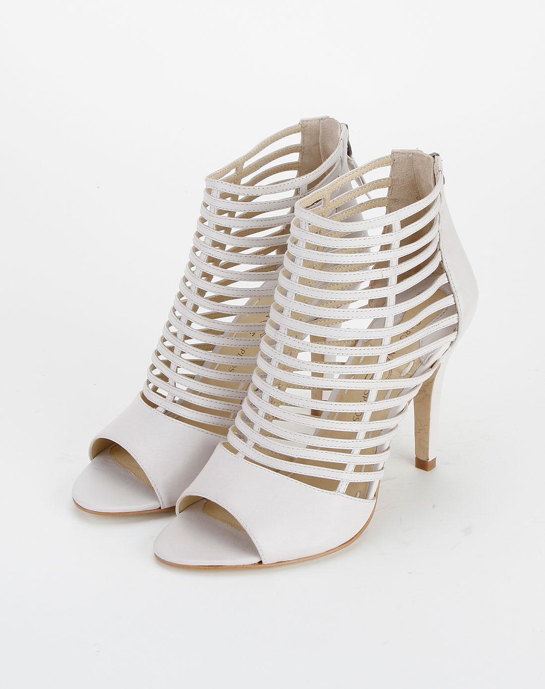 白色横纹镂空高跟凉鞋