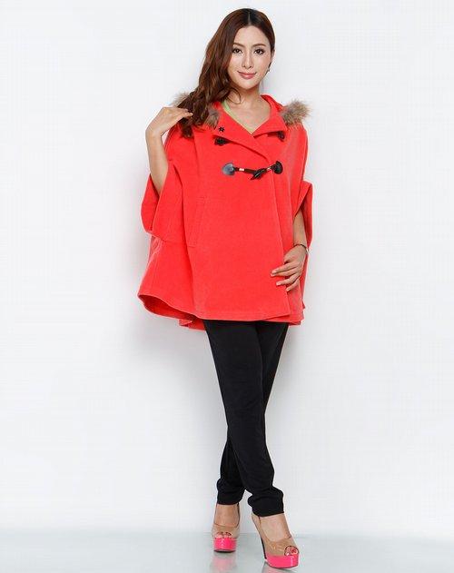 品牌:kaja         商品名称:西瓜红时尚披肩式外套 设计风格