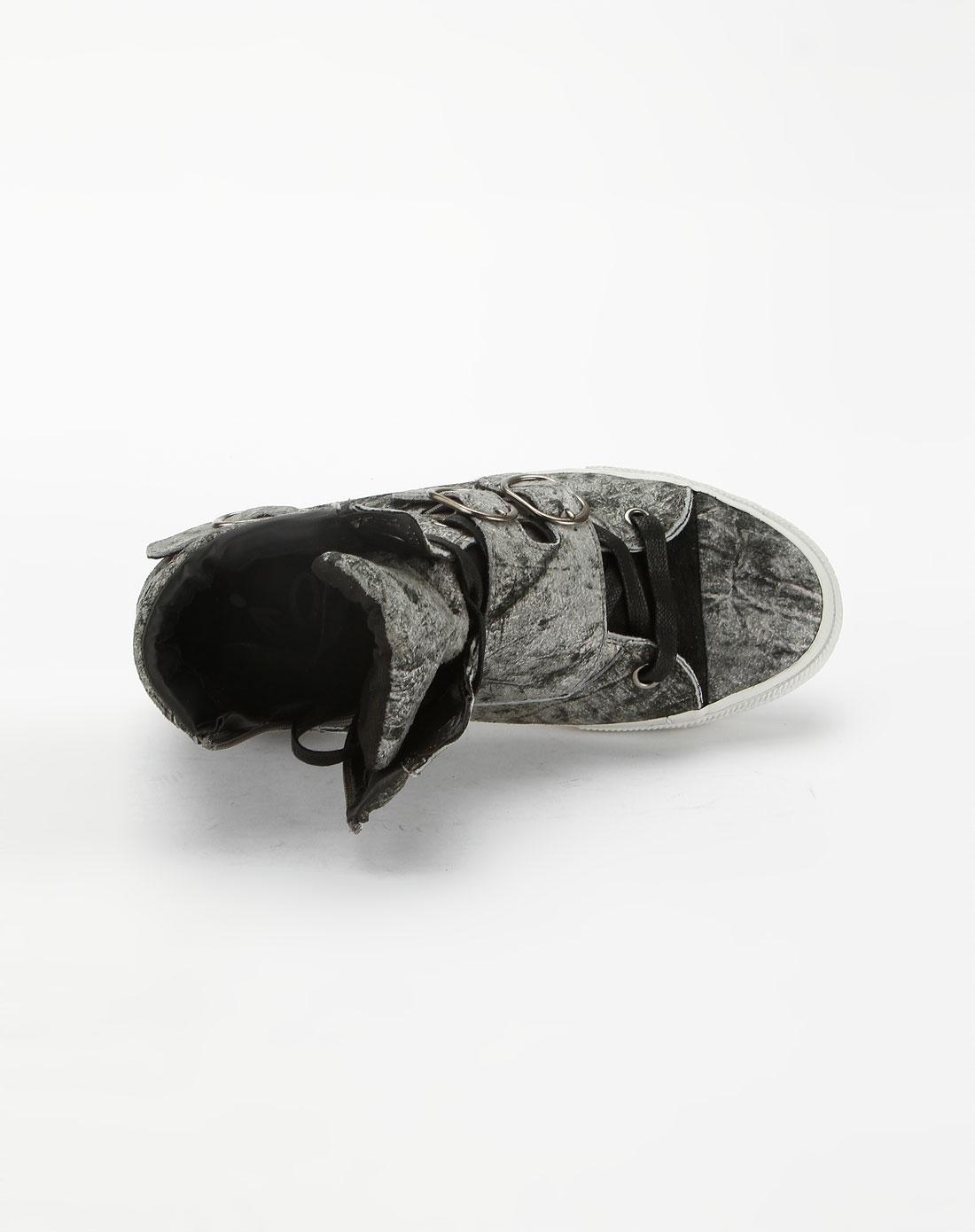 休闲鞋 【品牌手记】:流线的经典鞋型