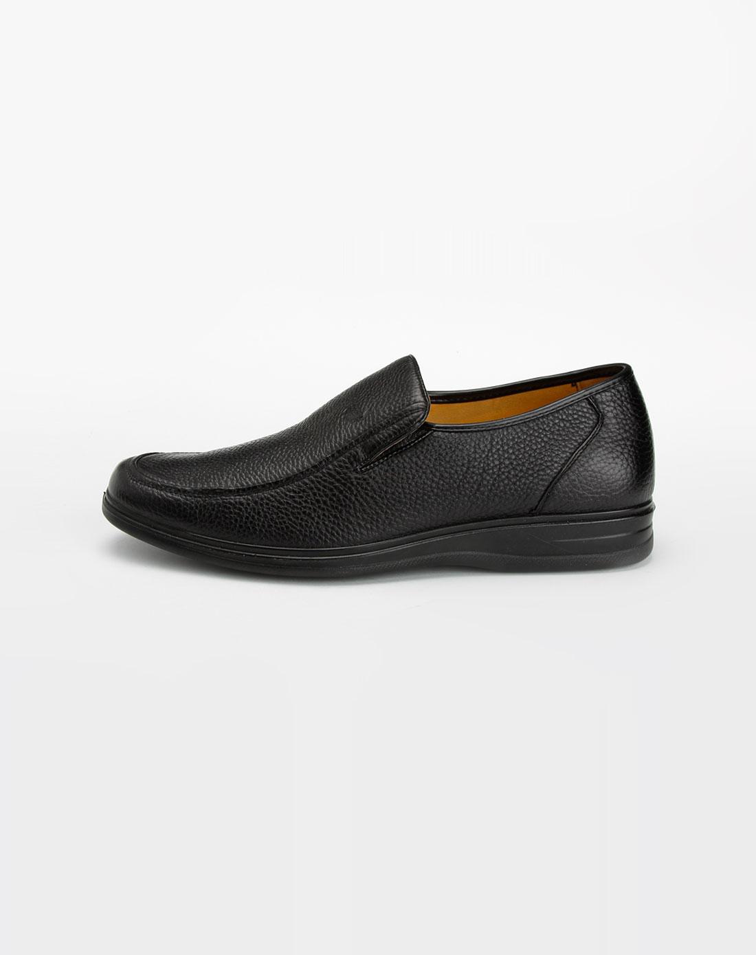 黑色西装 皮鞋_黑色西装配棕色皮鞋