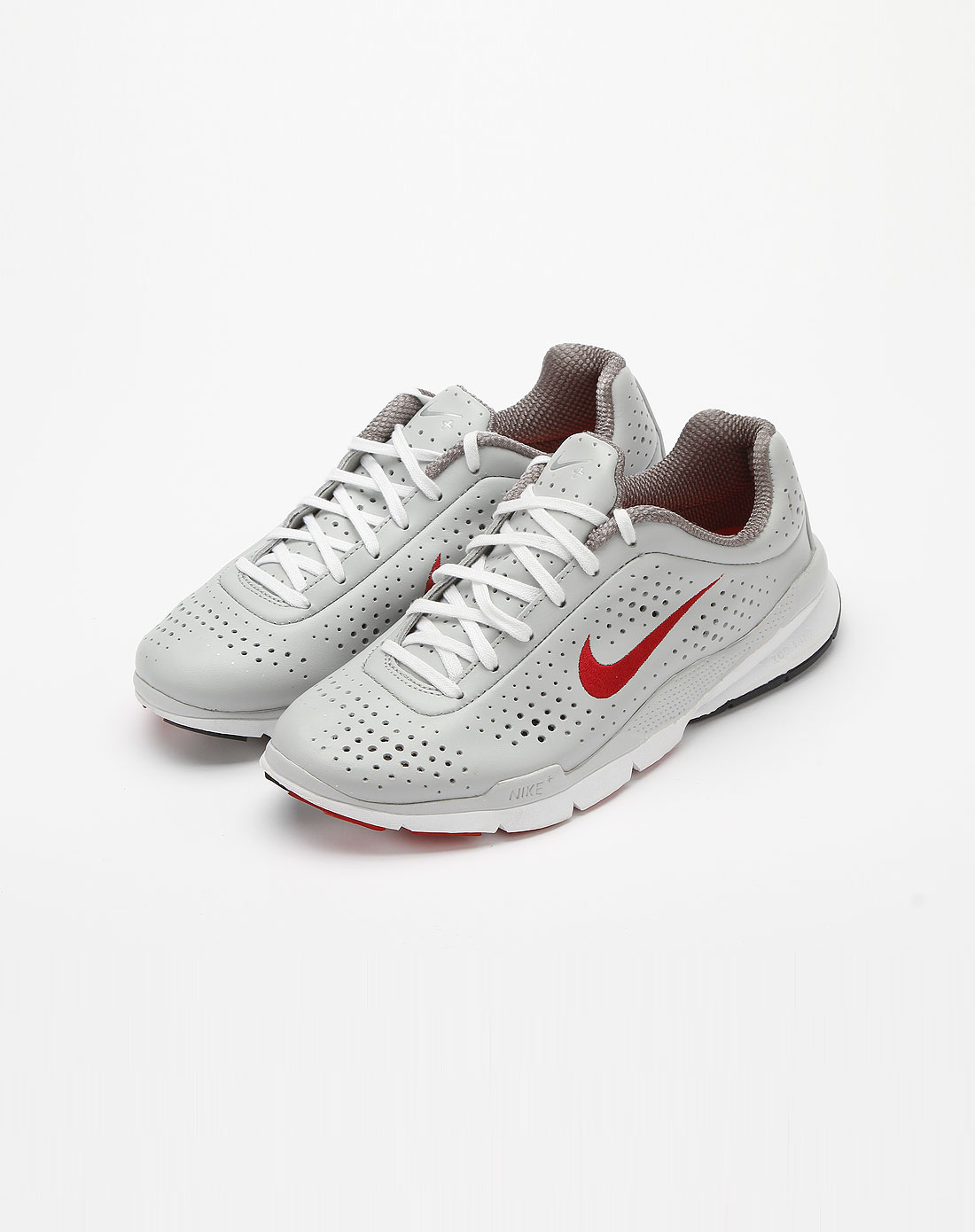 耐克nike浅灰色镂空圆孔运动鞋