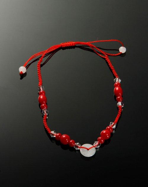 商品名称:红色翡翠平安扣手链 产品造型时尚,设计简约