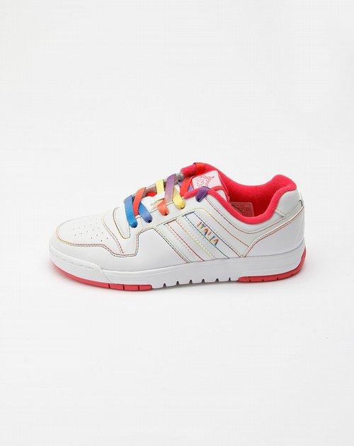 色彩色鞋带运动板鞋