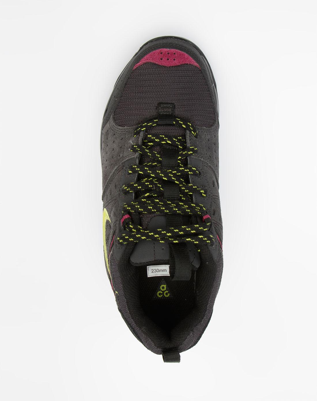 /黑色户外运动鞋