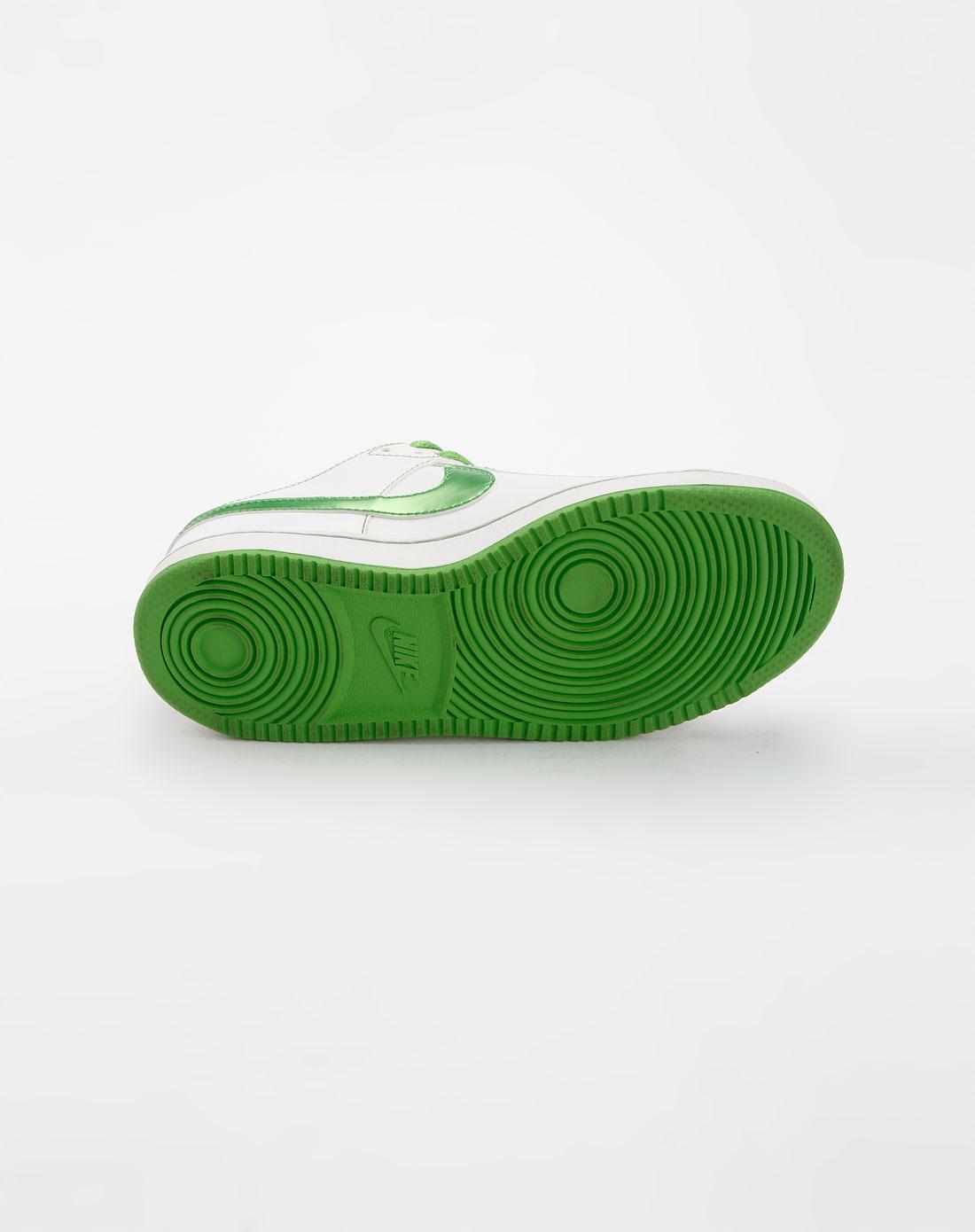 耐克nike白色休闲运动鞋318872-110