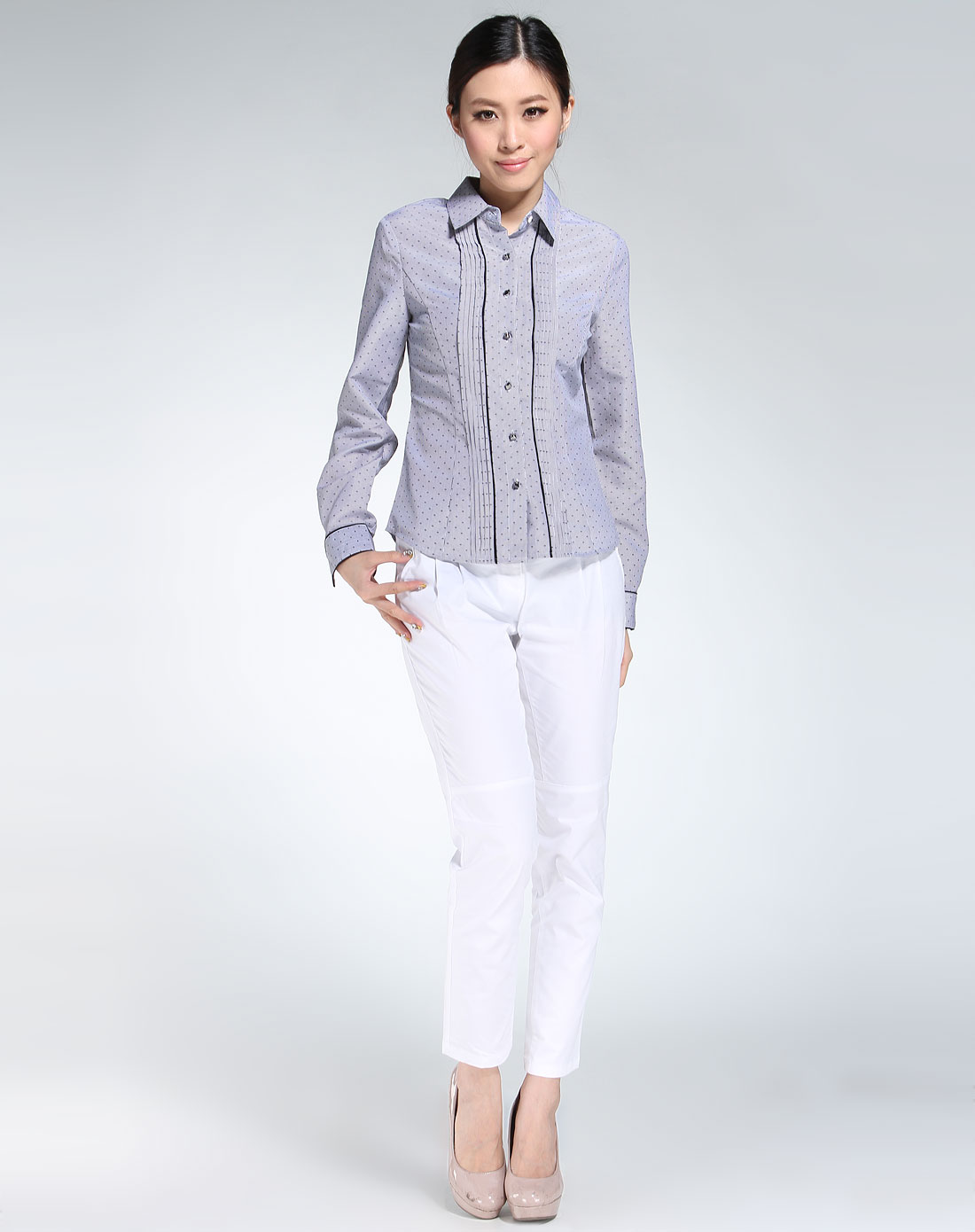 黑色圆领条纹长袖衬衫