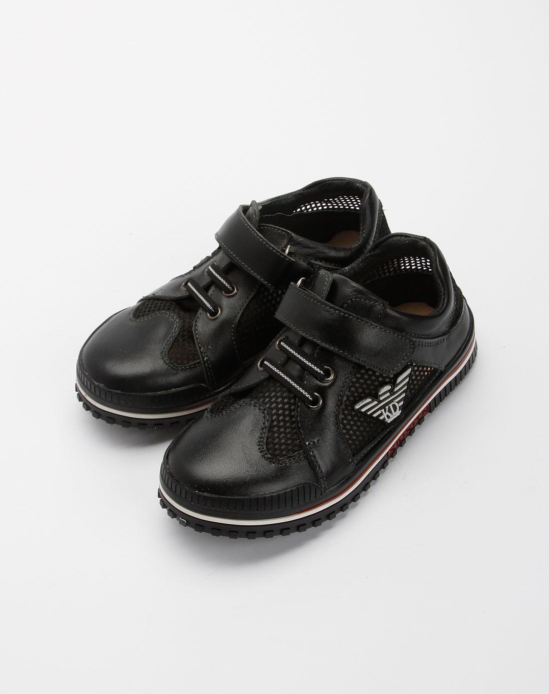 男孩子:黑色皮鞋