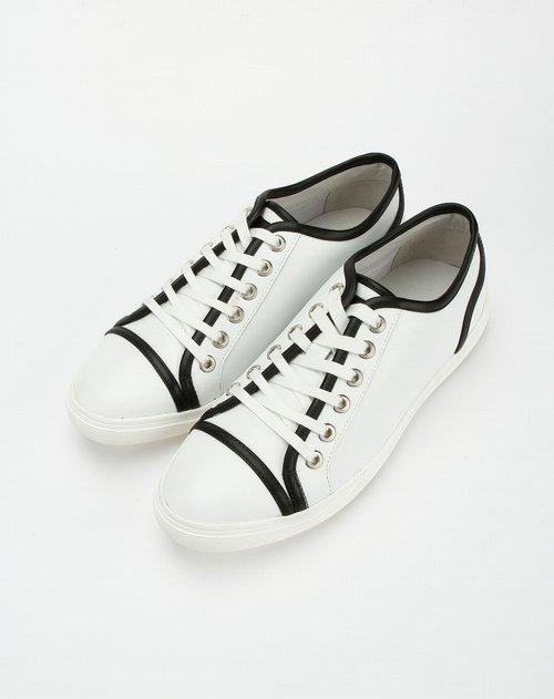 白色系带时尚皮鞋
