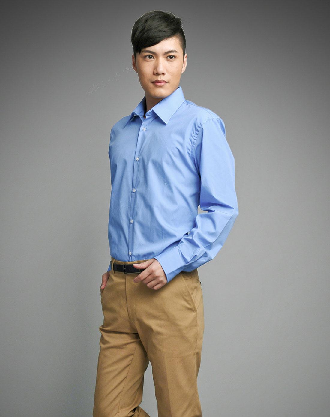 蓝色长袖衬衫