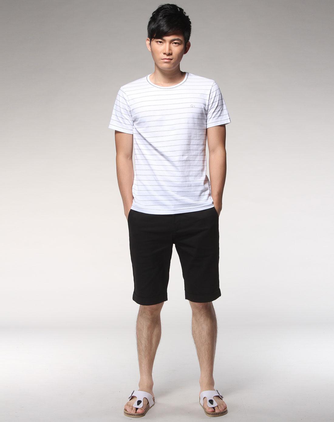 白底黑色条纹短袖圆领t恤