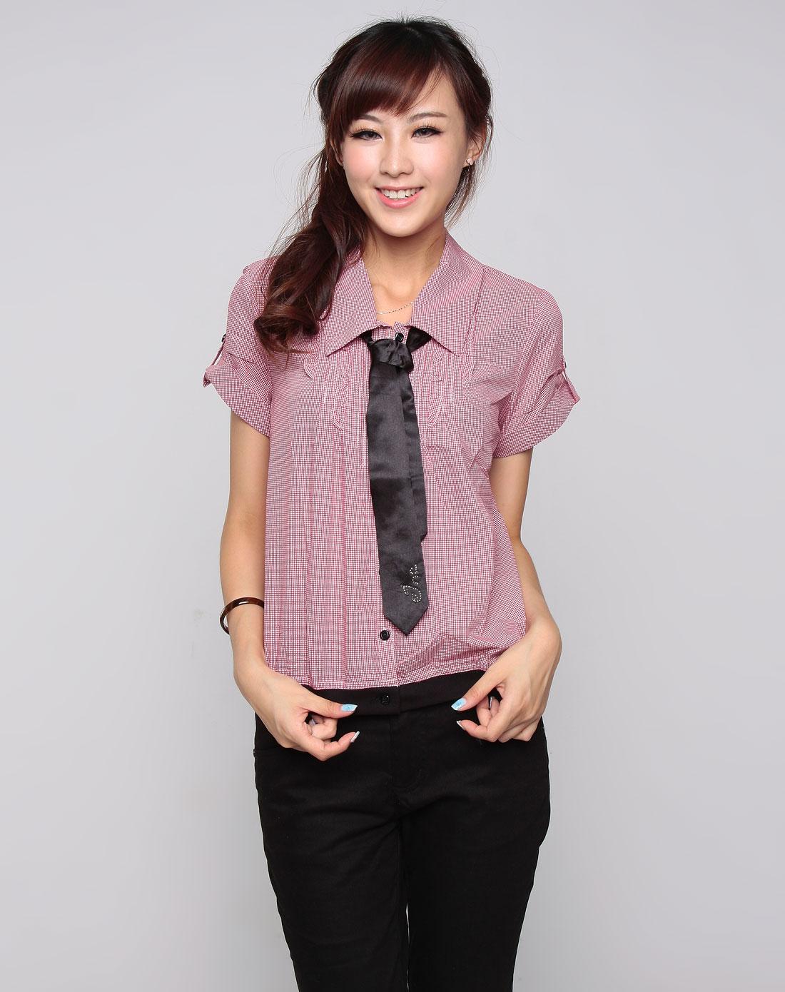 红/白色格子黑领带短袖衬衫