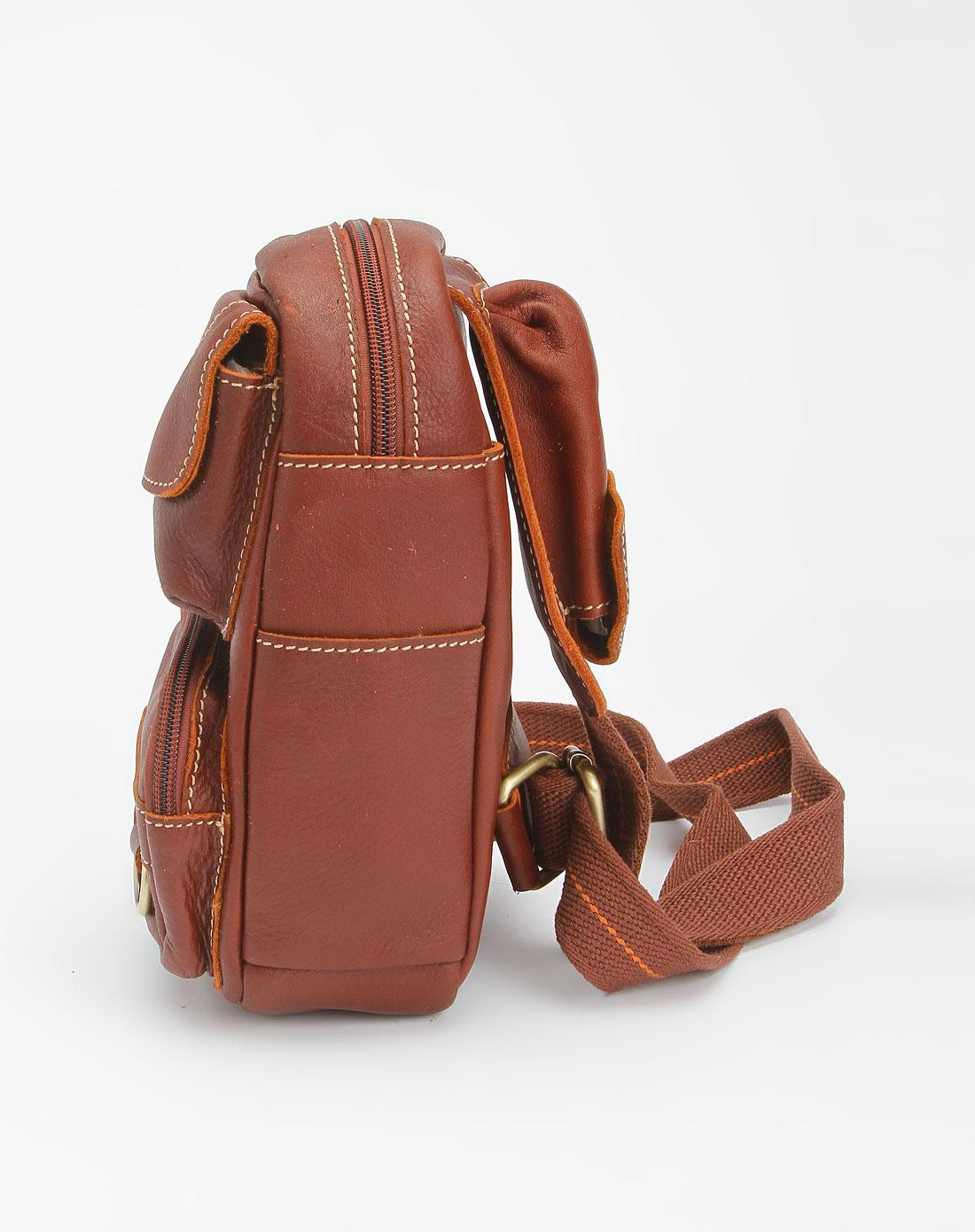 男款红棕色时尚斜背包