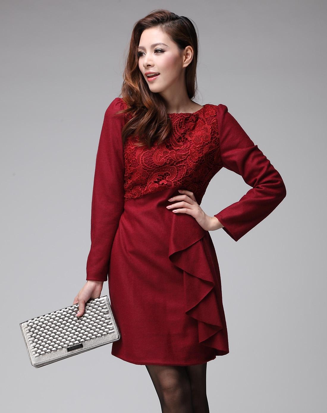 女枣红连衣裙