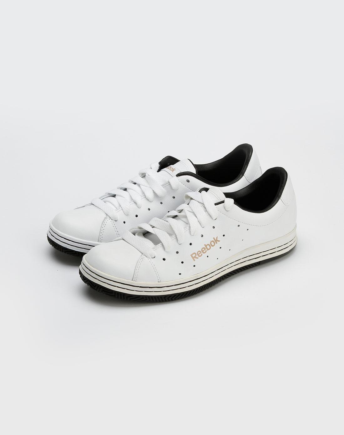 白色镂空时尚板鞋