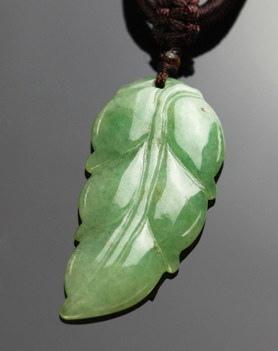 中性绿翡翠a货叶子吊坠-赠大叶紫檀手链(附证书)