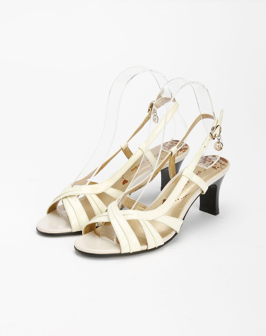 米白色时尚凉鞋