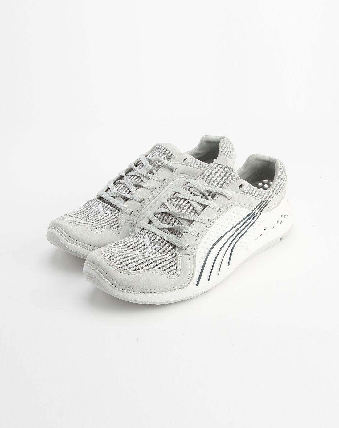 白/浅灰色绑带运动鞋