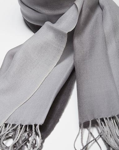 灰色渐变羊毛围巾披肩