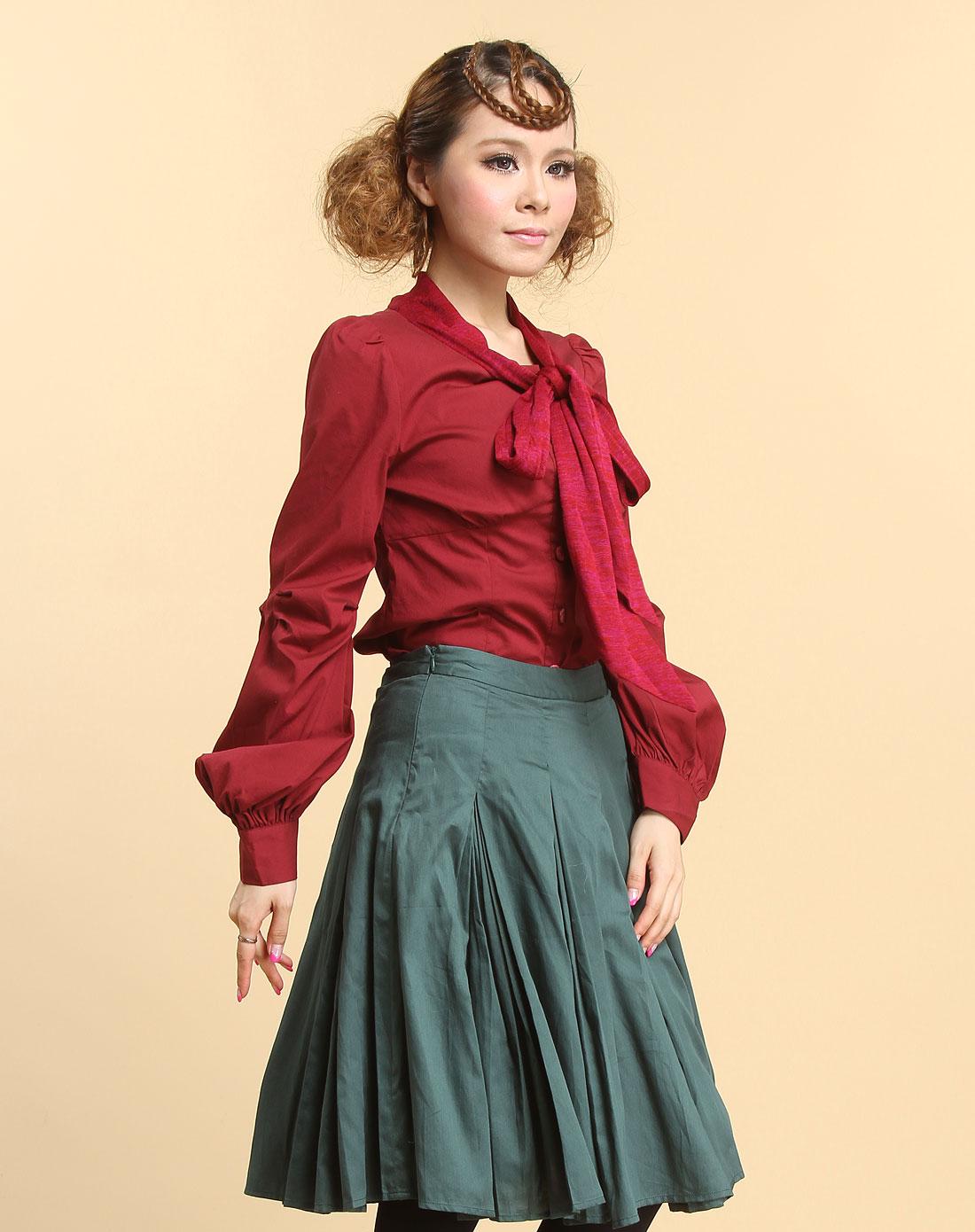 深红色休闲围巾领长袖衬衫