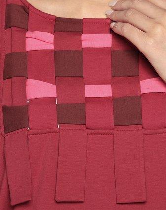 红色布条编织装饰针织连衣裙