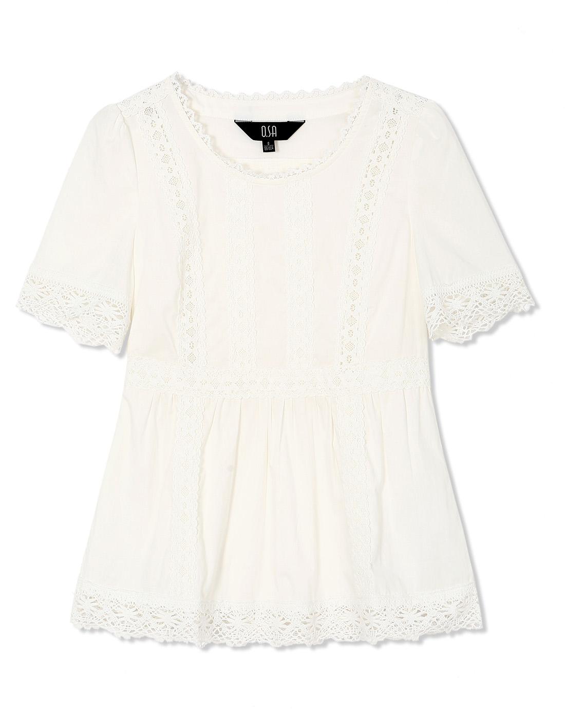 米白色衬衣