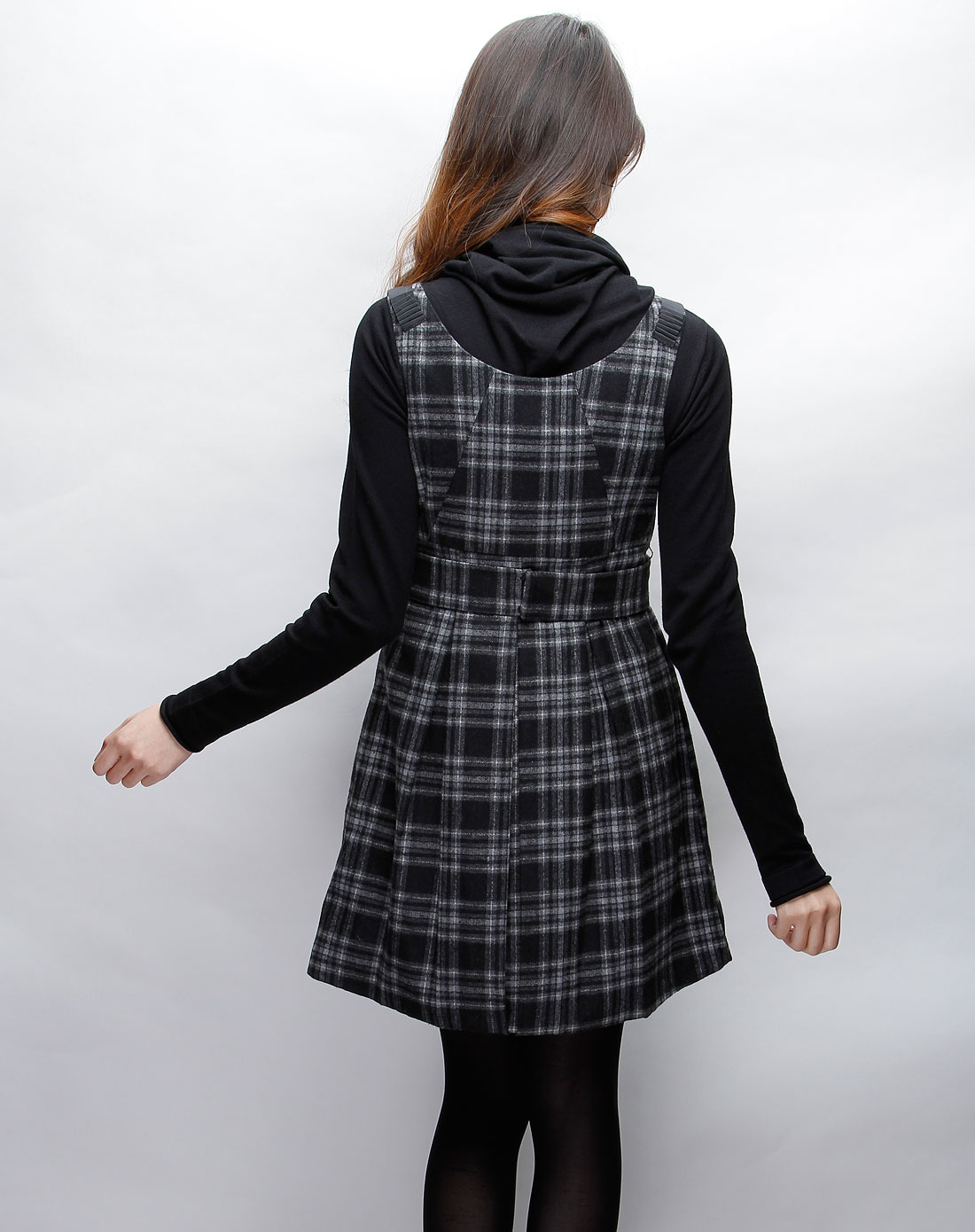 格子连衣裙搭配图片_格子连衣裙怎么搭配格子无袖连衣裙短裙黑白