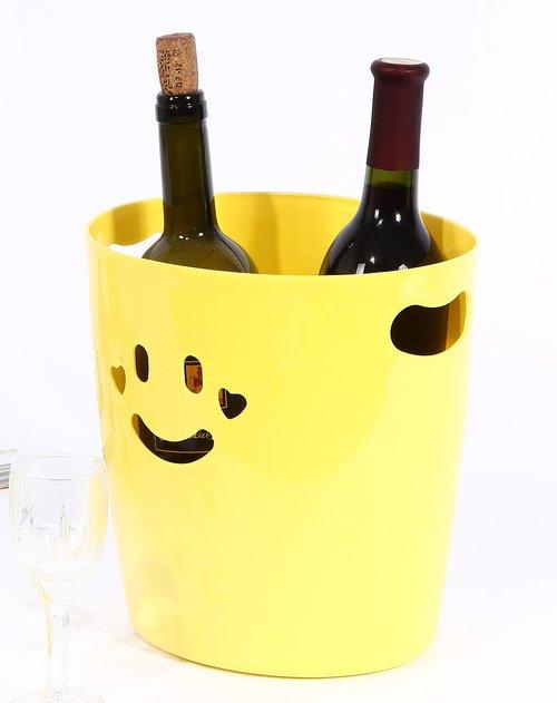 可爱的笑脸镂空造型垃圾桶,完美设计为平凡的垃圾桶注入了时尚的灵魂