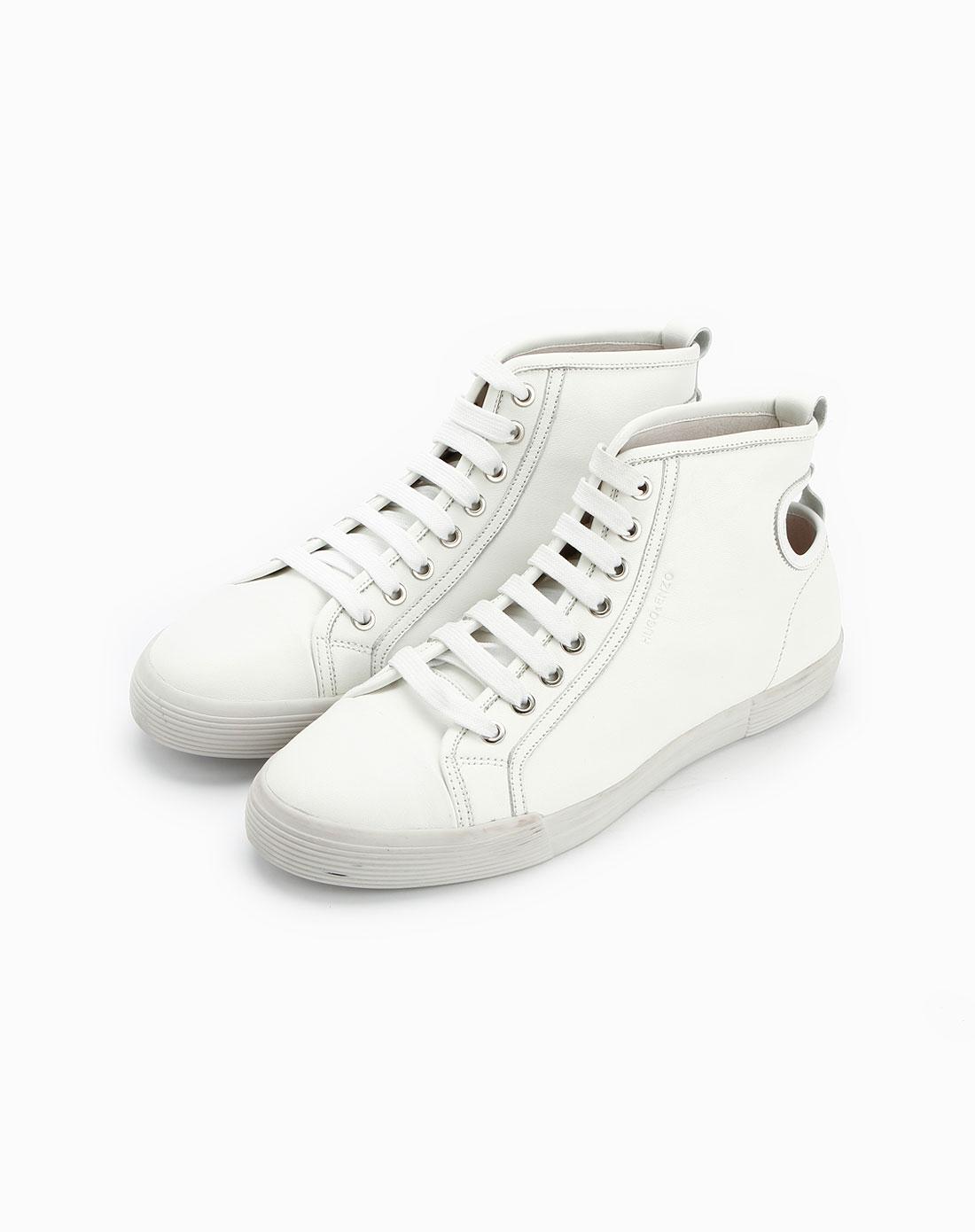 白色高帮系带牛皮皮鞋